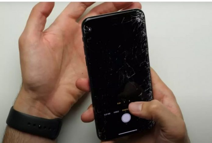 Дешевий iPhone SE 2020 краще пройшов тест на падіння, ніж 11 Pro Max