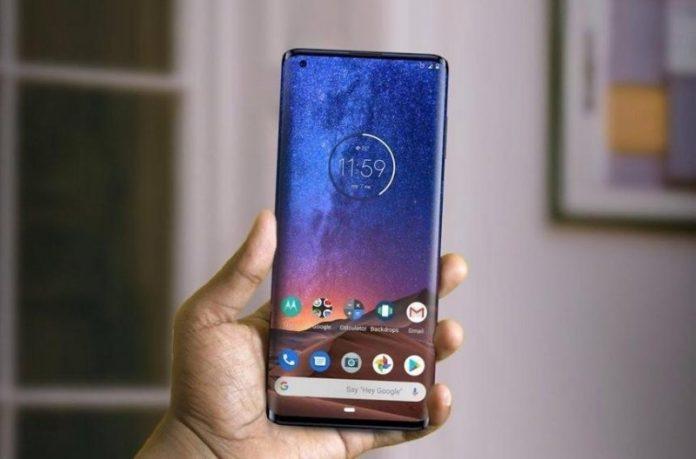 Новий флагманський смартфон Motorola подешевшав на 200$ через тиждень після виходу